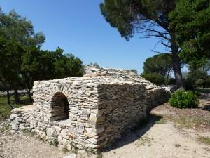 Impluvium et capitelle en pierre sèche