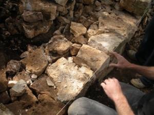 Restauration de mur ; association La Zébrine,  Arpaillargues ; source Histoire et civilisation de l'Uzège