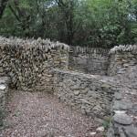 Mur drainant au sentier des Combes,  Nages et Solorgues ; photo B. Fadat